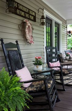 Farmhouse Front Porch Decor Ideas (46)