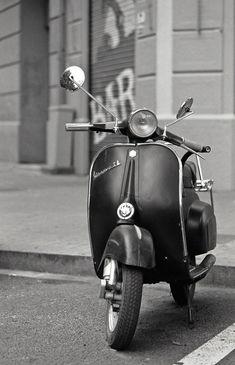 Este es mi primer Pin it sobre fotos, blanco y negro vespa retro. Para os viciados em Instagram e seus efeitos: Veja fotografia vintage profissional