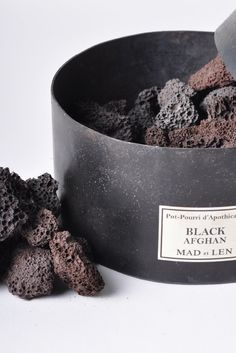 mad et len - pot pourri. Lava rocks and essential oils is all it should take. Awesome idea