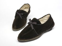 Pair of shoes, leather and silk velvet, ribbon tie, 1805-10 | V&A Search the Collections