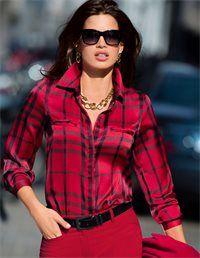 Die Blusen-Mode liebt Karo! Seidiger Charakter und Knitterresistenz sind die Eigenschaften, die die Qualität so begehrenswert machen.