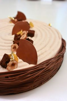 """""""Pâques à partager: Chocolat, Citron, Noisette"""" réalisé par Ophélie Bares lors d'un cours """"Spécial Pâques"""" à la Michalak Masterclass."""