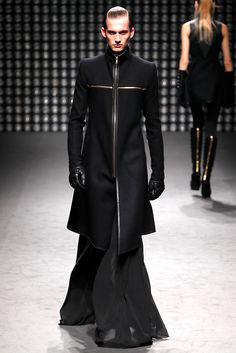 Gareth Pugh Fall 2011 Ready-to-Wear - Collection - Gallery - Style.com