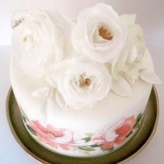 Look on my wafer paper flowers on my handprinted rose wedding cake! Aren't they gorgeous? By www.yavescakeink.de
