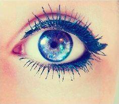 Galaxy Eyes Make_up Eyeshadow & eyeliner Cool Contacts, Galaxy Eyes, Colored Contacts, Eye Contacts, Galaxy 8, Galaxy Print, Gorgeous Eyes, Pretty Eyes, Beauty Makeup