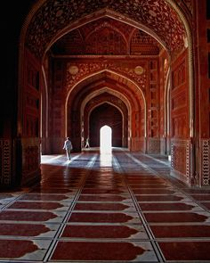 Google Image Result for http://indiayatra.in/wp-content/uploads/2012/04/interior-of-Taj-Mahal.jpg