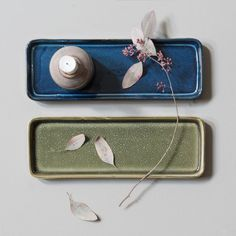 Perfect for a handsome still life or the serving of small dishes, if you ask Anna. Serving plates, 27x9,5 cm, price per item DKK 26,60 / EUR 3,74 / ISK 679 / NOK 37,70 / GBP 3,58 / SEK 37,90