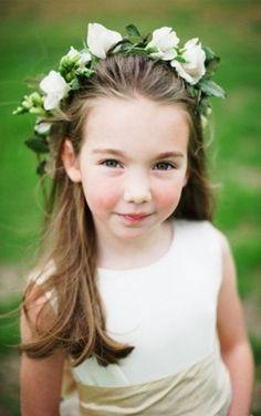 O cabelo da daminha e florista deve ser escolhido junto com a criança, para garantir que ela fique confortável no dia do casamento. Encontre o seu preferido nas 20 fotos dos penteados mais usados e bonitos para cabelos lisos, curtos e cacheados.
