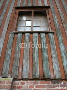 Fenster eines alten Stallgebäudes mit viel Patina auf einem Gutshof in der Senne bei Bielefeld