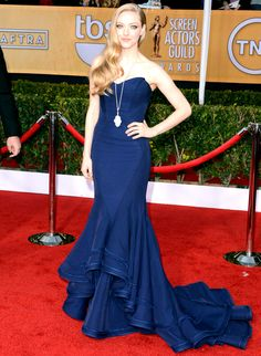 Amanda Seyfried  Looking bohemian and classic at once, the stunning actress paired a stylish long Lorraine Schwartz pendant with a navy Zac Posen fishtail dress.