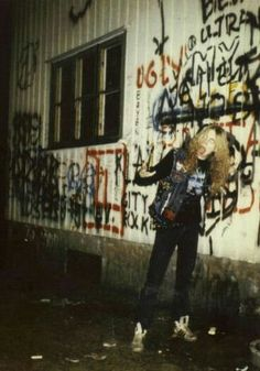 """Un día cómo hoy, Per Yngve Ohlin o mejor conocido como """"Dead"""" abandonaba éste mundo.  Su música nunca morirá. #RipDead"""