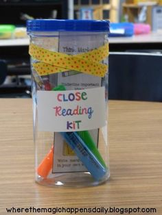 Where the Magic Happens - Setting Up Close Reading in the Primary Grades {and many FREEBIES!!} - Close reading kit for students