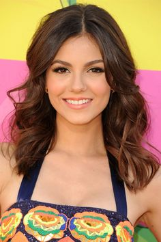 Victoria Justice  Stars like Victoria Justice are increasingly losing the extensions and going for a more natural-looking length. Even without the super-long hair, loose waves are just as gorgeous