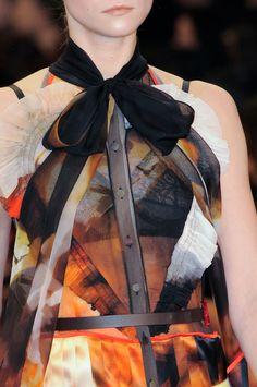 Givenchy  AW 14 15  Chemise en organza de soie imprimée numérique, empiècements en biais de volants froncés, col foulard