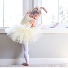 Ballerina Poses, Ballet Poses, Little Ballerina, Ballet Dancers, Ballet Photography, Children Photography, Cute Little Girls, Cute Kids, Dance Crafts