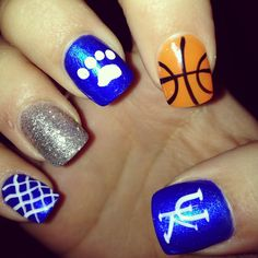 University of Kentucky Nail Art. Could do paw print nails with silver party nail! Uk Nails, Love Nails, How To Do Nails, Pretty Nails, Hair And Nails, Fancy Nails, Basketball Nails, Uk Basketball, Kentucky Basketball
