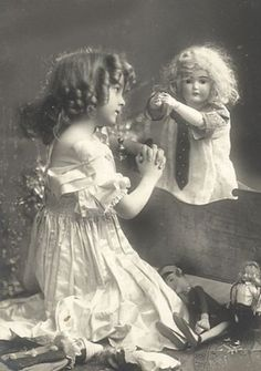 How lovely is this vintage photo of a little girl and her dolls.