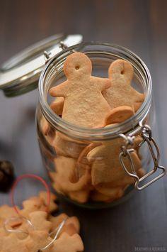 Bocadinhos de Açúcar: Bolachas de Gengibre, Canela & Laranja Biscuit Cookies, Yummy Cookies, Cake Cookies, Pastry Recipes, Cookbook Recipes, Cookie Recipes, Cake Piping, Biscuits, Portuguese Recipes