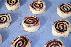Félórás extra-puha kakaós csigák (túró nélkül) | Rupáner-konyha Baked Goods, Cupcake, Cheesecake, Food And Drink, Baking, Recipes, Foods, Clear Skin, Chef Recipes