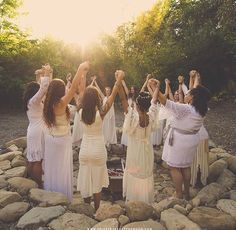 Pagan Festivals, Sacred Feminine, Lucky Girl, Jolie Photo, Illustrations, Mother Earth, Life Is Beautiful, Wicca, Girls