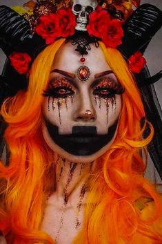 Are you looking for inspiration for your Halloween make-up? Browse around this site for cute Halloween makeup looks. Scary Halloween Makeup, Halloween Costumes Women Scary, Pretty Halloween, Scary Makeup, Halloween 2018, Costume Clown, Halloween Celebration, Halloween Nails, Halloween Ideas