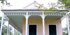 Southern Style: Haint Blue Porch Ceilings on the New Orleans Northshore - TrippaLuka Style Door Paint Colors, Paint Colors For Home, House Colors, Cottage Porch, Cottage Homes, Creole Cottage, Cottage Style, Haint Blue Porch Ceiling, Abita Springs