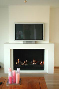 Een schouw biedt talloze gebruiksmogelijkheden. In deze situatie is ervoor gekozen om er een TV op te plaatsen.