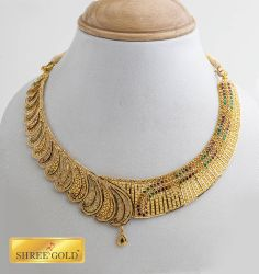 well crafted necklace with unique stone line up.. classic and trendy..