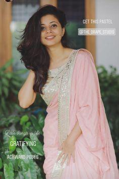 Dress Indian Style, Indian Dresses, Golden Blouse Designs, Farewell Sarees, Maroon Saree, Casual Indian Fashion, Saree Floral, Pattu Saree Blouse Designs, Sari Design