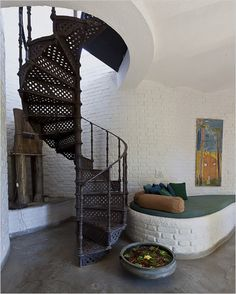 Spiral cast-iron stairs with white clay/brick walls by #newyorktimes via #alkeemi