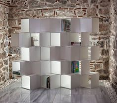 Limit è una libreria divisorio modulare per adattarsi alle esigenze abitative