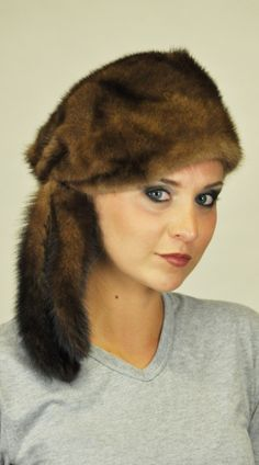Cappello in visone con 3 codine. http://www.amifur.com