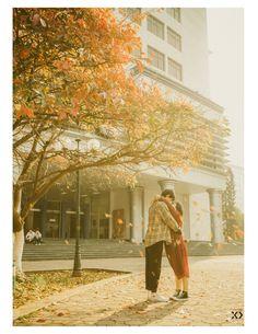 Không ngờ có một Bách Khoa tình đến thế trong bộ ảnh của cặp đôi gái Xây dựng trai Kiến trúc - Ảnh 3. Korean Wedding Photography, Couple Photography, Human Poses Reference, Dynamic Poses, Take Better Photos, Fashion Couple, Funny Couples, Family Posing, Beautiful Love