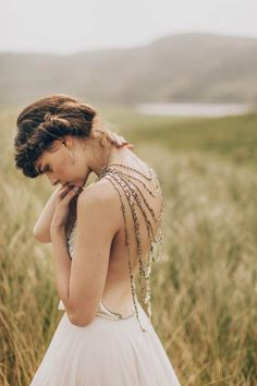 The back of this dress is amazing! Photography – Paula O'Hara