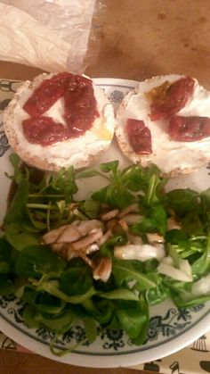 Salade // toast st moret tomate sèche. Maim