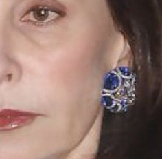 Marie-Josée Kravis ' divine earrings look like they are by JAR! #JAR@theMET