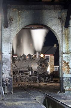 EBT 15 through a roundhouse door