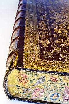 Bound Bible with decorated cut by Albert Magnus, 1670, Foreedge painting, via Bijzondere Collecties.