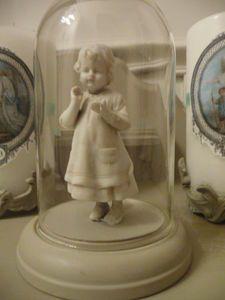 little porcelaine girl   http://chezpatinesetcie.canalblog.com/archives/2011/11/23/22781833.html