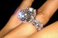 Diamond Rings : Floyd Mayweathers fiances' ring made out of a 150 karat diamond. - Buy Me Diamond Huge Engagement Rings, Huge Wedding Rings, Wedding Engagement, 3 Karat, Ring Verlobung, Schmuck Design, Dream Ring, Diamond Are A Girls Best Friend, Beautiful Rings