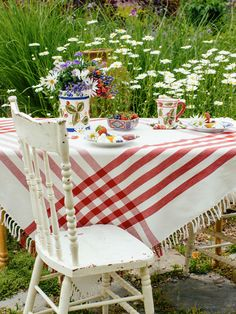 The 'Happy picnic' tablecloth is manifested in cheerful red and white woven stripes that pop perfectly off of its Indian cotton yarn ground.The fringe is knotted by hand, a detail that once noticed is truly magnificent.