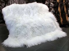 Narzuta z naturalnego futra jagniąt tybetańskich. Real tibet lamb fur bedspread.