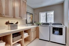 Laundry rooms should always be organized and efficient spaces, and in this article we will show you how to smartly design a laundry room to get the best experience from using it. [Laundry Room Ideas, Small Laundry Room Designs, Organization Ideas For Laundry Room] #LaundryRoomDesignIdeas #SmallLaundryRoomIdeas #HomeImprovements