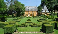 Stunning French formal gardens, perfect for contemplation - The magnificent formal gardens of Eyrignac manor house are the perfect place to wander around…