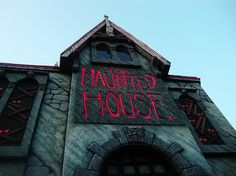 The Haunted House halloween halloween pictures halloween images haunted house halloween photos Halloween Displays, Halloween Jack, Halloween Pictures, Diy Halloween Decorations, Halloween Pumpkins, Halloween Ideas, Happy Halloween, Haunted Props, Halloween Haunted Houses