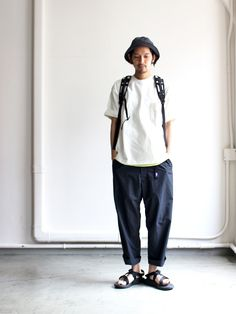 Pants for all types of events from casual, work, and events. Japan Fashion, Mens Fashion, Fashion Outfits, Loose Pants Outfit, Look Street Style, Baggy Clothes, Japanese Streetwear, Monochrome Fashion, Outdoor Fashion