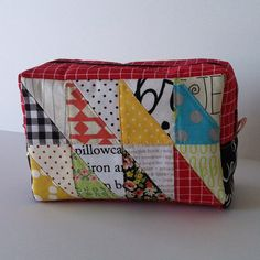 triangle patchwork boxy pouch. Pattern by @ayumills #patchworkplease
