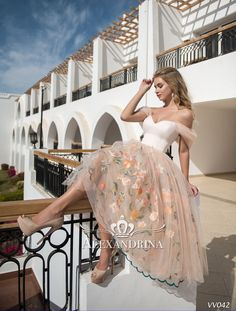 Flower girl, evening and wedding dresses by Alexandrina first communion and party dresses. Frock Fashion, Skirt Fashion, Fashion Dresses, Elegant Dresses, Pretty Dresses, Beautiful Dresses, Bridesmaid Dresses, Prom Dresses, Wedding Dresses