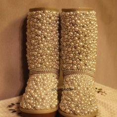 Pearl Uggs..... yep I can't wait to do this to my old worn out Uggs I couldn't bear to throw away! Time to hit the thrift stores for old pearl necklaces :>.. New delicious life for old Uggs! Love love love