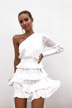 Loving The Petal Punch One Sleeve Dress In White. Buy Now With AfterPay! Elegant Dresses, Pretty Dresses, Beautiful Dresses, Casual Dresses, Short Dresses, Summer Dresses, Dresses Dresses, Moda Outfits, Dress Outfits
